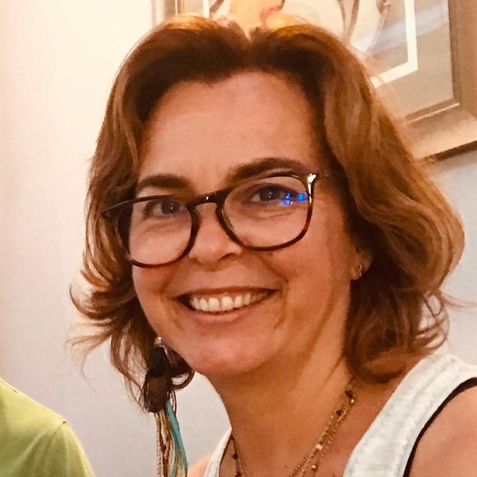 Ana Cláudia Fernandes